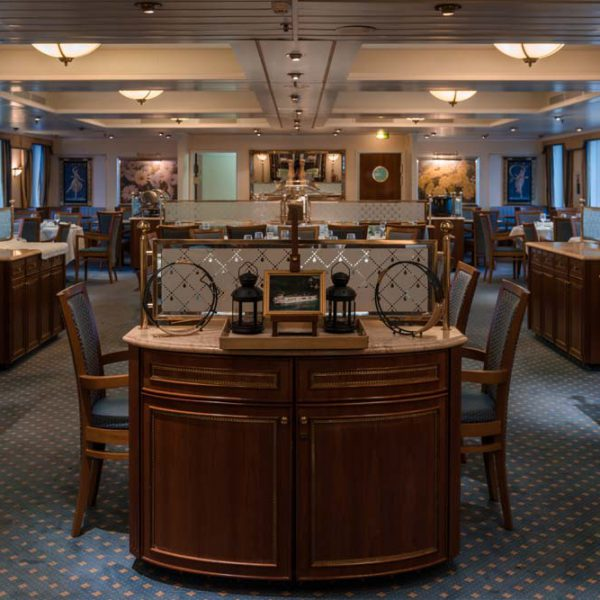 The restaurant of the hotelship MS Cezanne