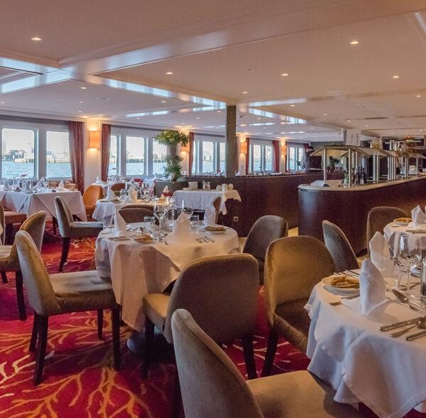 The restaurant of a hotelship